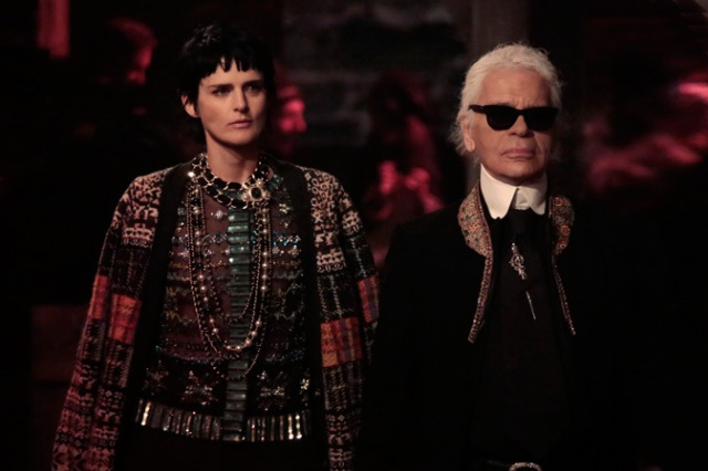 chanel-paris-edimbourg-show-scottish-spirit-01-Stella-tennant-_-Karl-Lagerfeld