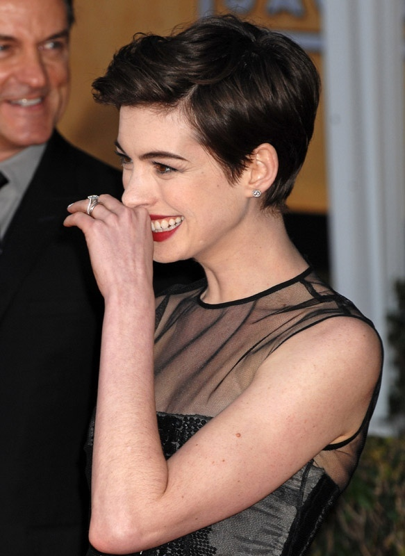 1-Anne-Hathaway-au-19e-SAG-Awards-a-Los-Angeles-le-27-janvier-2013_portrait_w858