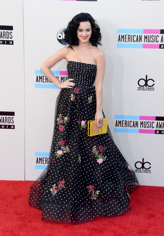 Katy-Perry-in-Oscar-de-la-Renta-2013-America-Music-Awards-AMAs-