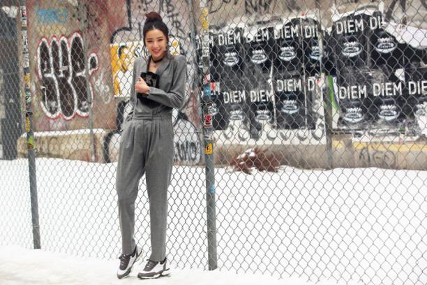 new-york-street-style-fashion-week-look-grigio-tuta_hg_temp2_m_full_l-612x408