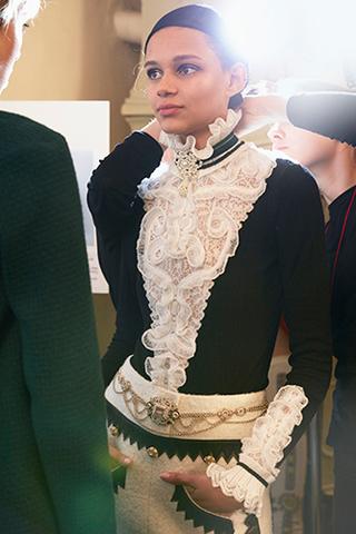 chanel-metiers-d-art-2014-15-paris-salzburg-backstage-photo-15