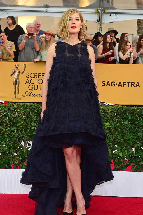 4-sag-awards-red-carpet-037-490x734