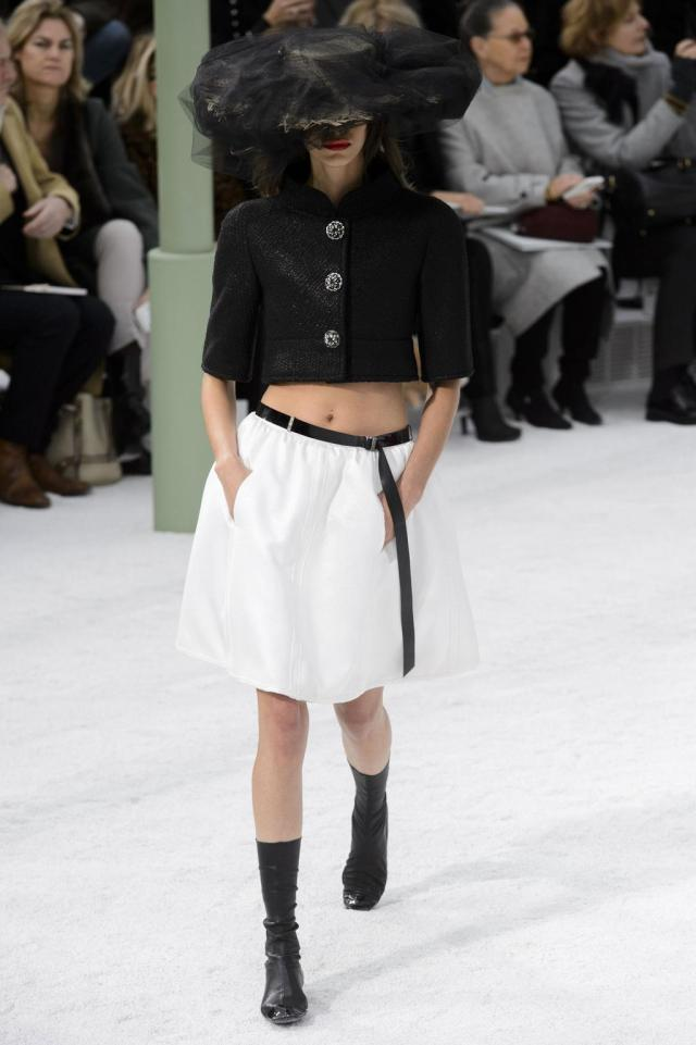 defile-chanel-printemps-ete-2015-paris-look-17_0