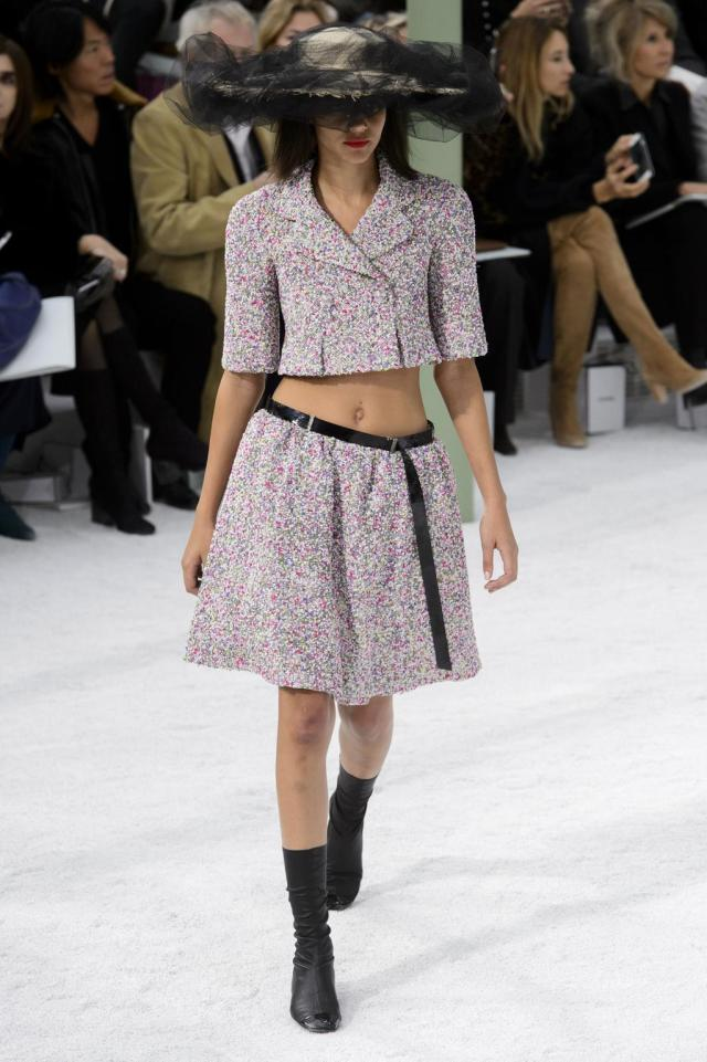 defile-chanel-printemps-ete-2015-paris-look-18
