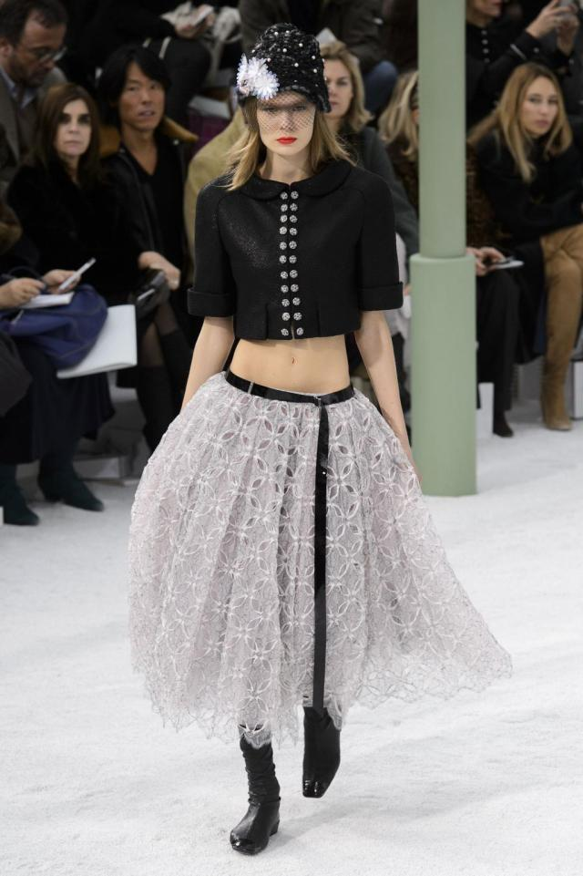 defile-chanel-printemps-ete-2015-paris-look-24