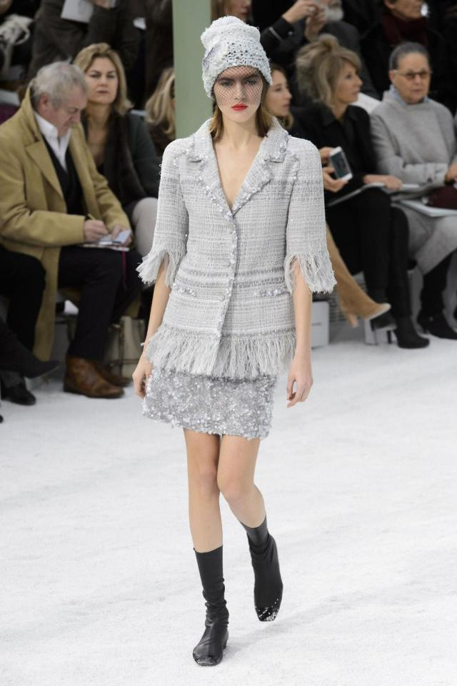 defile-chanel-printemps-ete-2015-paris-look-29