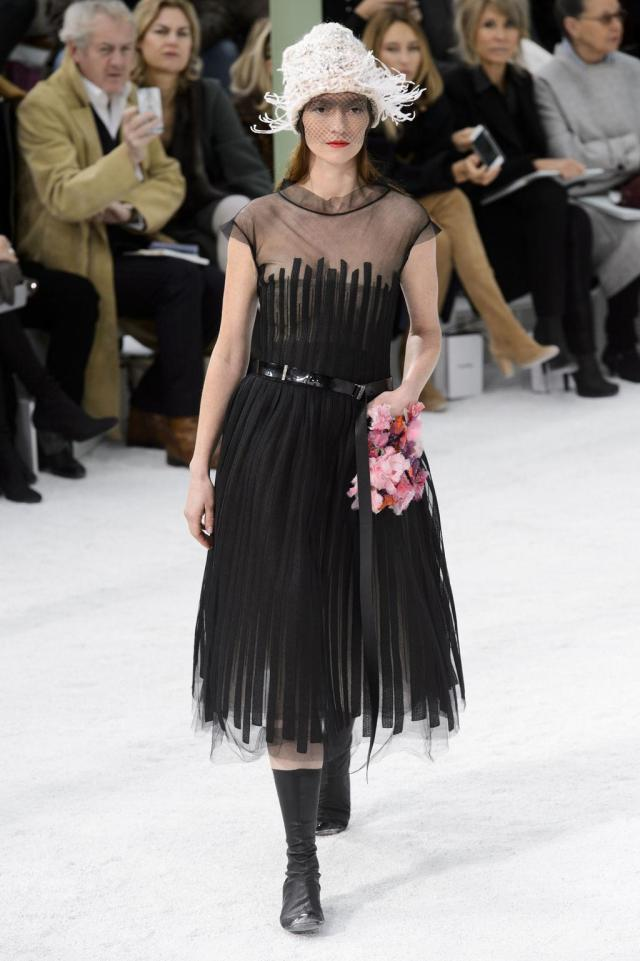 defile-chanel-printemps-ete-2015-paris-look-39