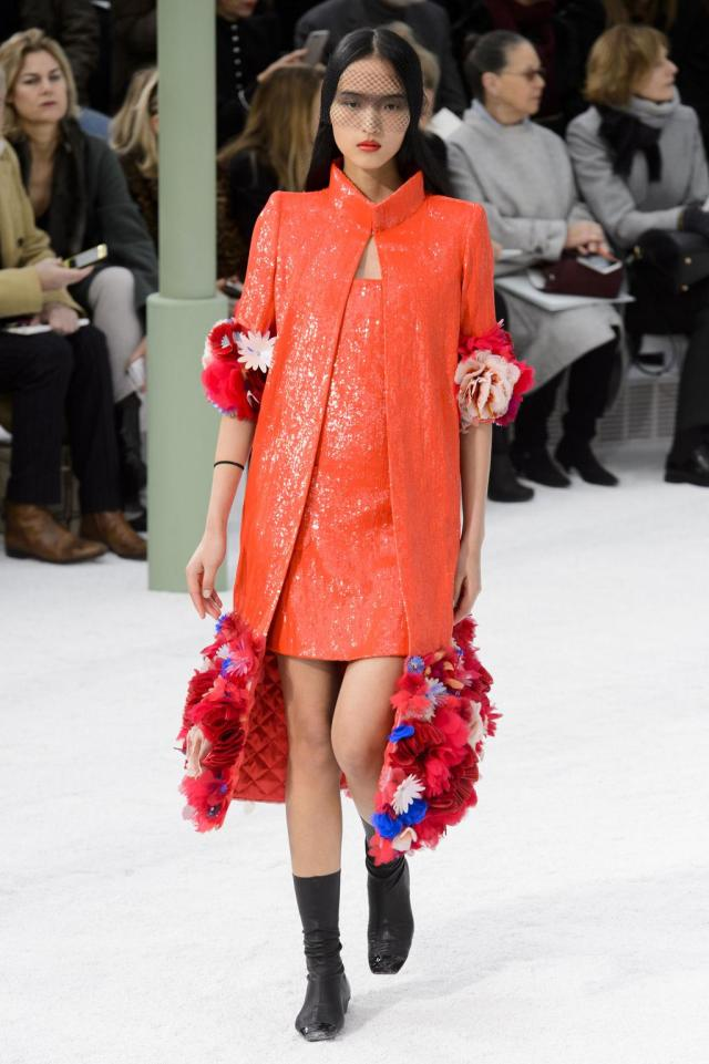defile-chanel-printemps-ete-2015-paris-look-50