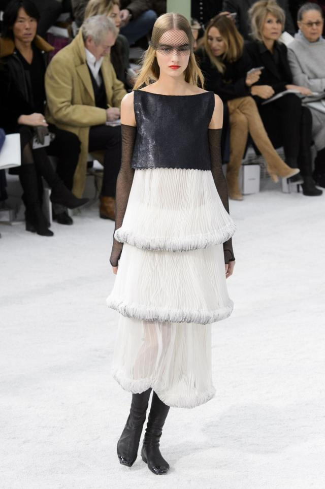 defile-chanel-printemps-ete-2015-paris-look-57