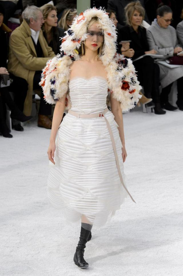 defile-chanel-printemps-ete-2015-paris-look-67