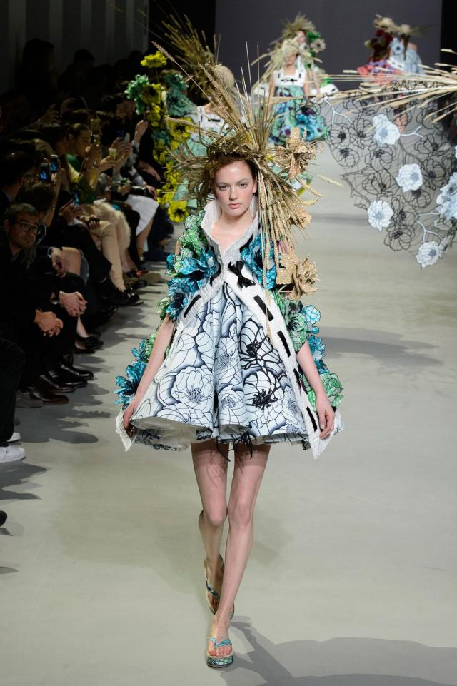 defile-viktor-amp-rolf-printemps-ete-2015-paris-look-10
