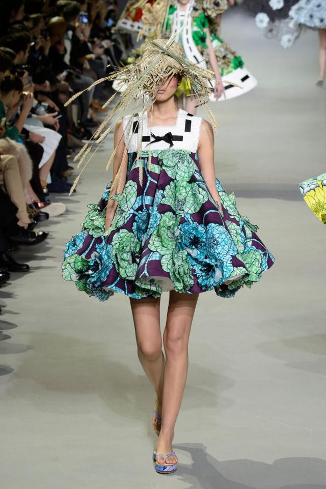 defile-viktor-amp-rolf-printemps-ete-2015-paris-look-12