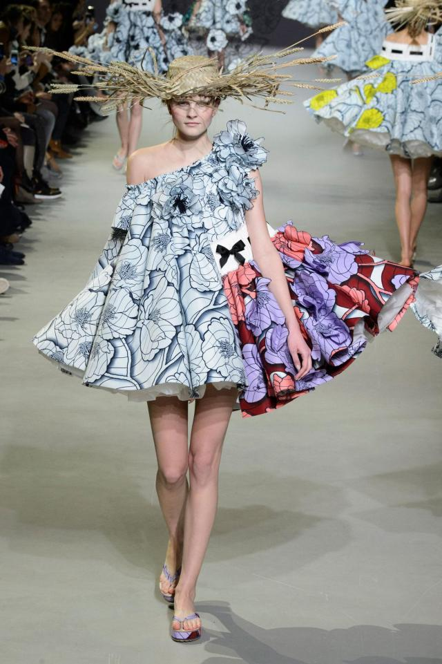defile-viktor-amp-rolf-printemps-ete-2015-paris-look-7