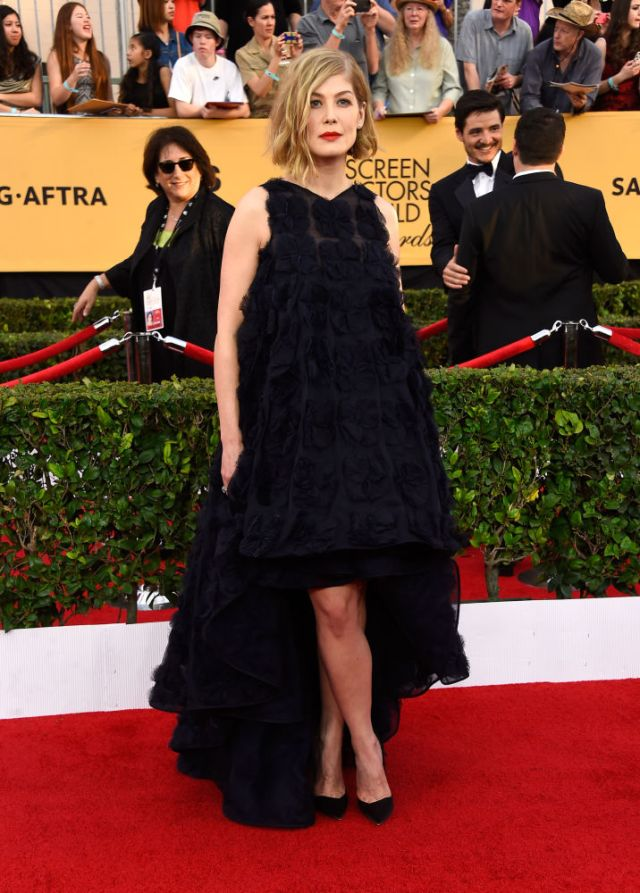 Rosamund-Pike-SAG-Awards-2015-red-carpet
