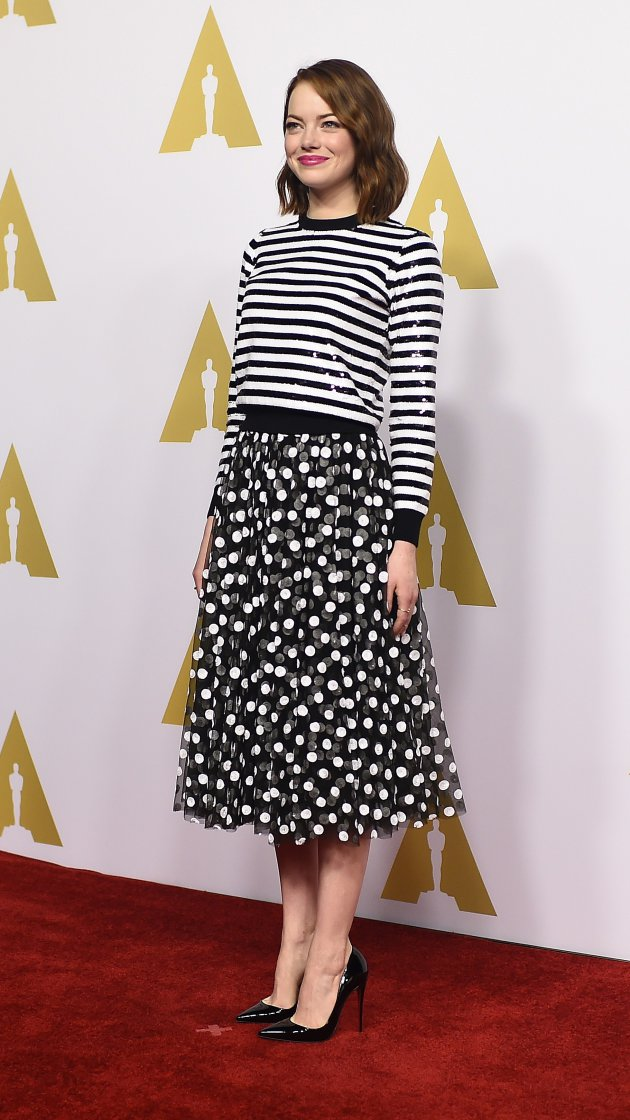 emma-stone-stripes-polka-dots-red-carpet-oscar-monday-1
